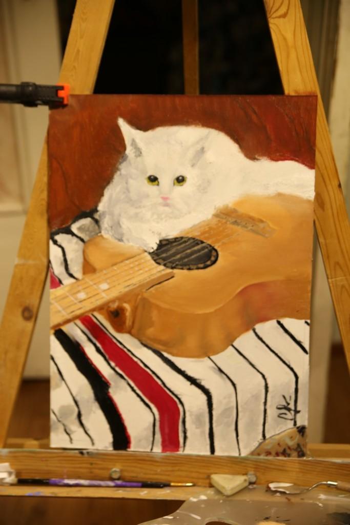 Кошка на гитаре